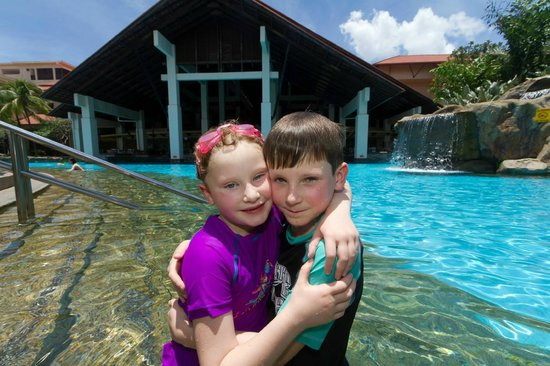 Sutera Harbour Resort (The Pacific Sutera & The Magellan Sutera): Son and daughter in the pool