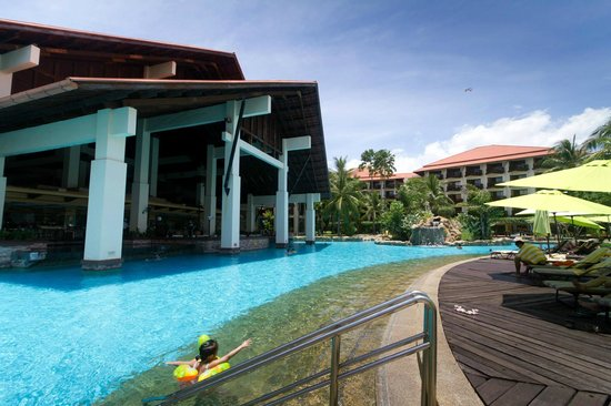 Sutera Harbour Resort (The Pacific Sutera & The Magellan Sutera) : Pool/breakfast area