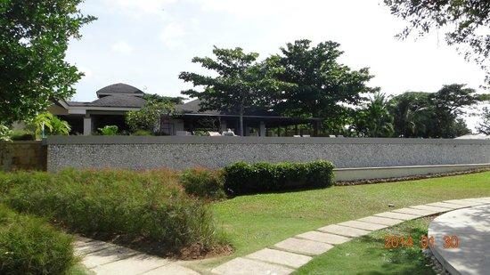 Amorita Resort : Outside of the hotel