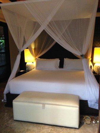 Peppers Seminyak: bedroom in villa 2