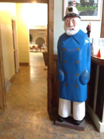 Homosassa Riverside Resort : Your lobby greeter