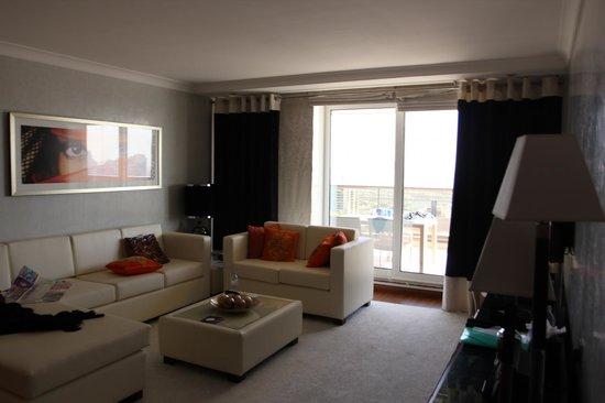 Grosvenor House Dubai : гостинная
