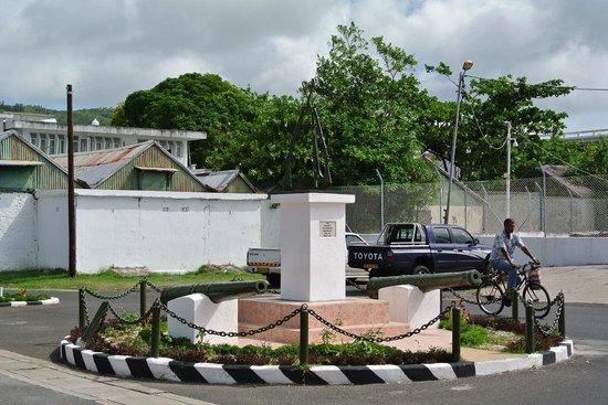 Ilha Rodrigues: Monument centre de Port Mathurin