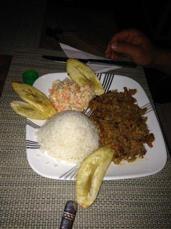 Cafe Studio : caranguejo negro, banana e arroz de coco