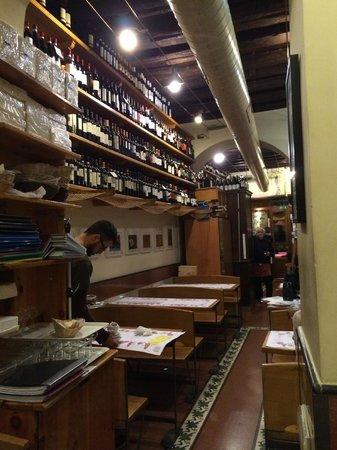 Cul de Sac Wine Bar: Внутренний вид.