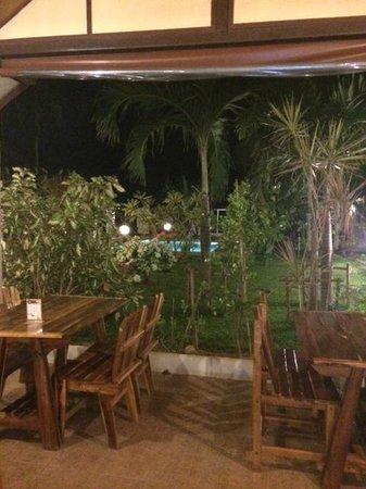 Phuket Airport Hotel: Garden by night