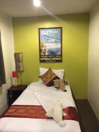Phuket Airport Hotel: Triple room - third bed