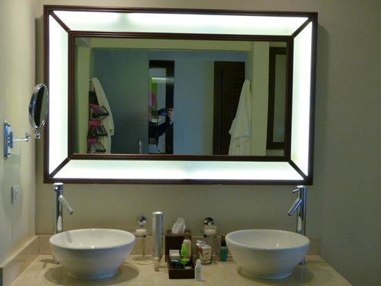 Secrets St James: Da Bathroom Vanity