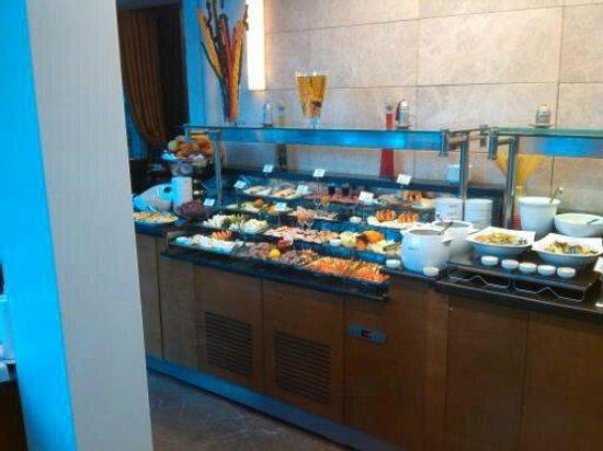 Levni Hotel & Spa: zona buffett salumi e formaggi