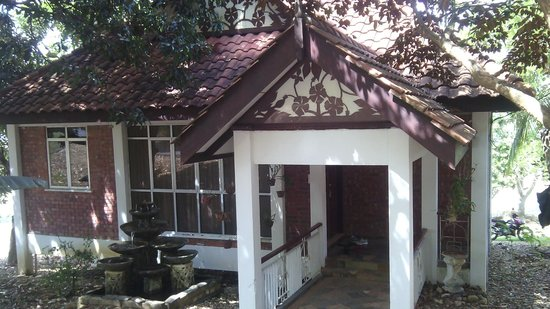 Tasoh Lake Resort & Retreat: Villa from the road