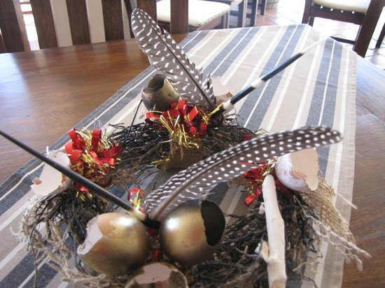 Cape Cross Lodge: Beautiful and unique decorations on each table