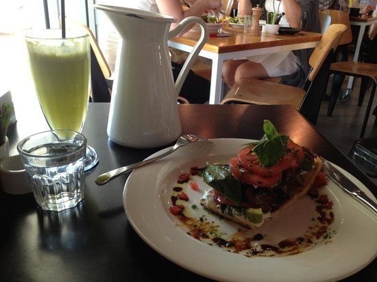 The Tuck Shop Cafe: Day 1 in Perth and I already know this lunch is tough to top! Get the apple-lemon-ginger juice,