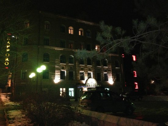 Sapporo Hotel: Отель и местность