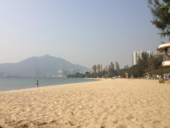 Hong Kong Gold Coast Hotel: The beach
