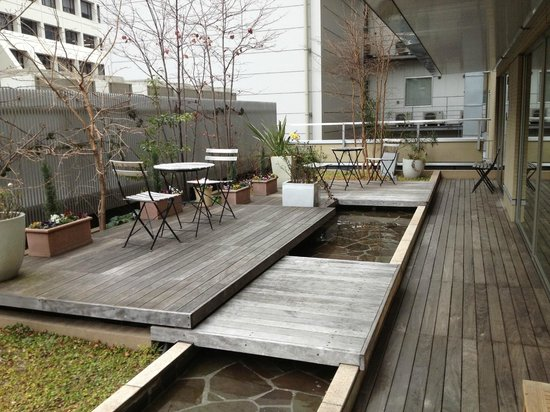 Hotel Niwa Tokyo : Outdoor area near workout room