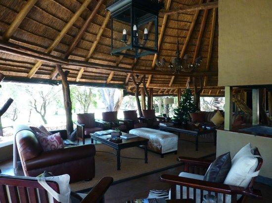 Itaga Luxury Private Game Lodge: Lodge lounge area