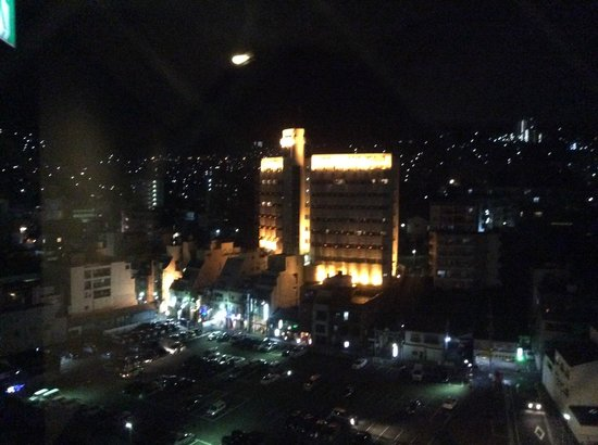 Hotel Dormy Inn Nagasaki: 12階廊下の突き当たりの窓から