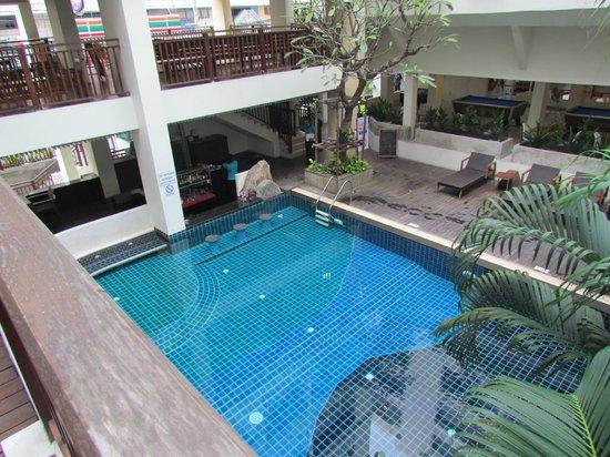 Sunshine Hotel & Residences : Бассейн на 1 этаже