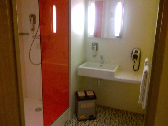 Ibis Styles Troyes Centre : Douche