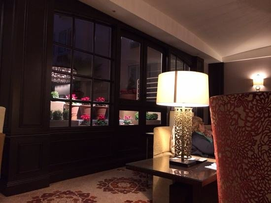 The Tuscan : lobby, complimentary winery time