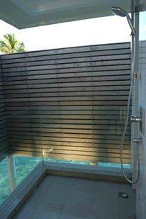 PER AQUUM Niyama Maldives : Water Villa, outdoor shower