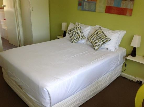 Birches Serviced Apartments: room 13 ....bed was great