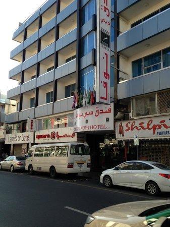 Dubai Nova Hotel: Indgangen til hotellet
