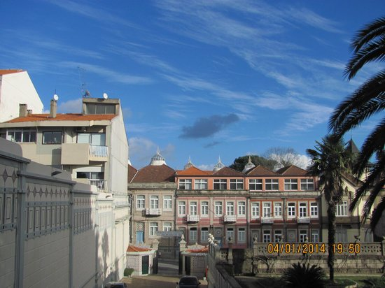 Castelo de Santa Catarina : view from hotel on the street and hotel's parking