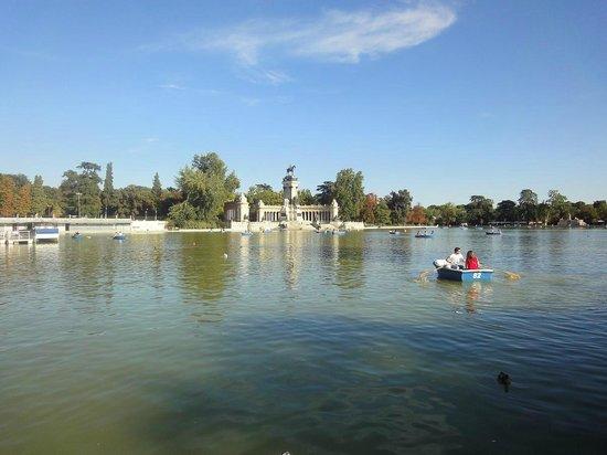 Parque del Retiro: Vista del lago