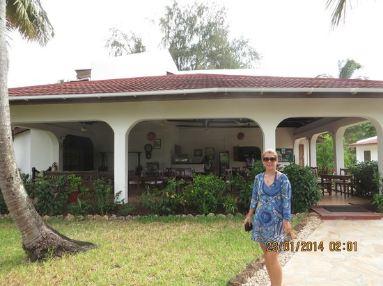 Flame Tree Cottages : flame tree room
