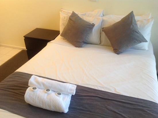 George Powlett Apartments: clean bed but not comfortable