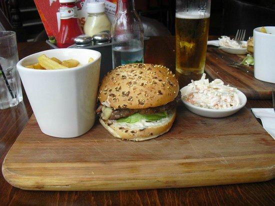 Slug & Lettuce: A real Cheeseburger! Very Good!
