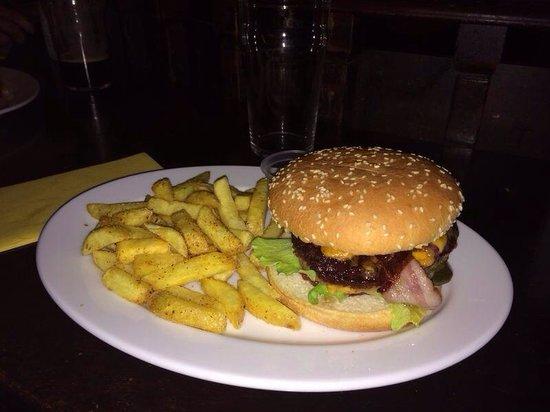 Mr. Pickwick Pub : Mr. Pickwick's Giant Burger