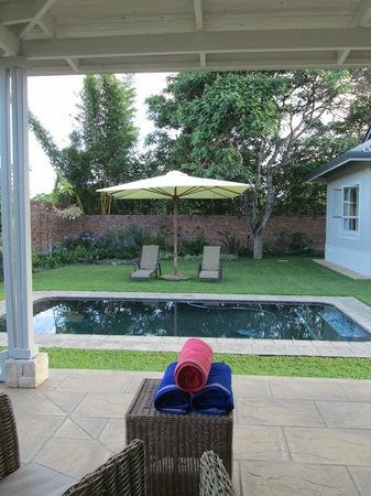 Kingsmead Guesthouse: The pool set in quiet gardens.