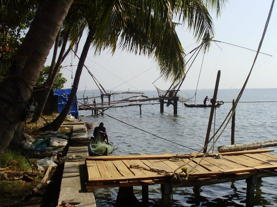 Riverside Heritage Homestay : Chinese fishing nets at the river side