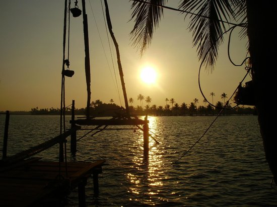 Riverside Heritage Homestay : Sun set at the river side