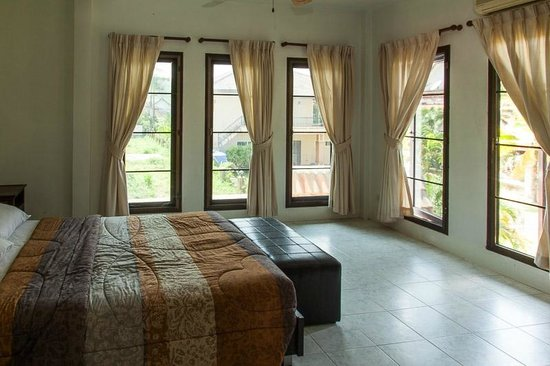Rom-Yen Guest House: Apt - 1of two bedrooms with queen size bed