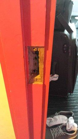 Hotel Re!: No lock on the room door!