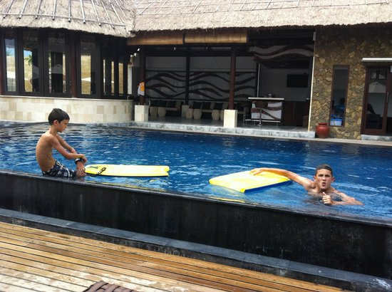Lembongan Beach Club and Resort: My boys having a ball in the pool
