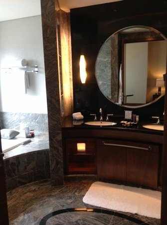 The Ritz-Carlton Jakarta, Pacific Place : bathroom