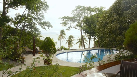 Padre Burgos Castle Resort: Pool with a view