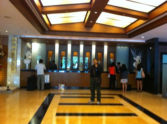 Copthorne King's Hotel Singapore : the reception area