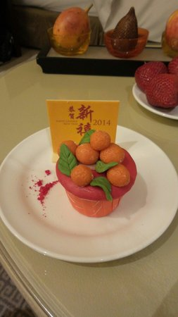 The Ritz-Carlton Jakarta, Pacific Place : Complimentary chinese new year cake