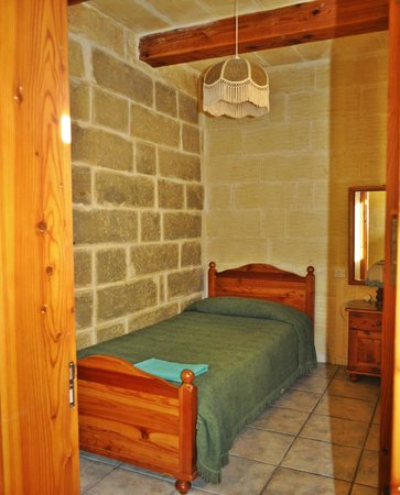 Ta' Pawlu  Farmhouse: The single bedroom
