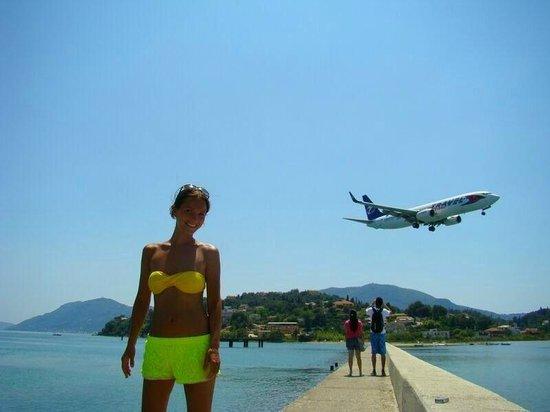 Anita Hotel: Вот так вот можно с самолетом сфоткаться)5 минут пешком до этого места от отеля