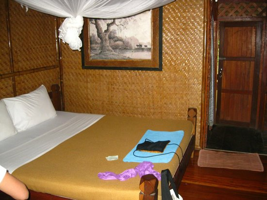 River Kwai Jungle Rafts Resort: Bed in the room