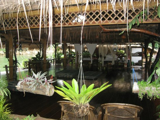 River Kwai Jungle Rafts Resort: Massage room