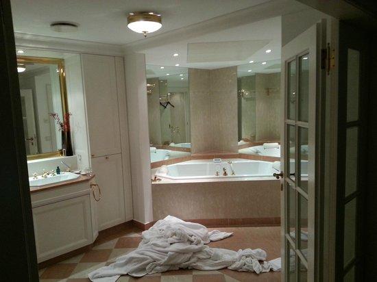 Palais Coburg Hotel Residenz: Badezimmer Bade Landschaft Imperial Suite
