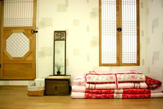 Korean traditional trifle room picture of vinehouse for Room design korean