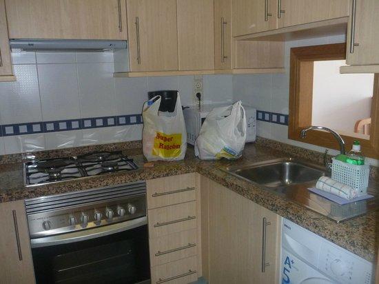 Apartamentos Lido: Kitchen